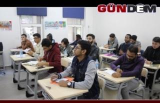 BEÜ'de 2 bin'e yakın uluslararası öğrenci...