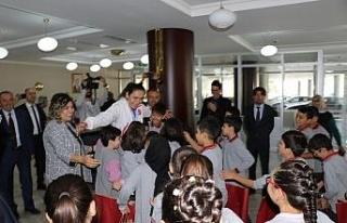 Çocuklardan milli boksör Elif Güneri'ye tebrik...