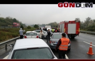 Feci kaza: 12 araç birbirine girdi: 3 yaralı