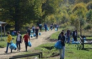 Lise öğrencileri poşet poşet topladı
