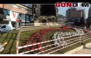 Madenci Anıtı çiçek açtı!