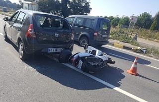 Motosiklet ile otomobil çarpıştı!..