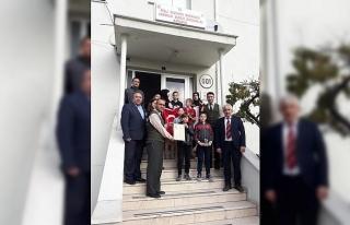 Öğrencilerden Mehmetçiğe bağış
