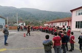 Öğrencilere yangın ve deprem tatbikatı