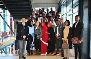 Rektör Çakar, Ruandalı öğrencilerle buluştu