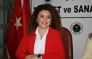 """Tüysüz """"Kadın esnaflara Türk Bayrağı dağıtıyoruz"""""""