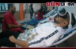Üniversite öğrencileri kan bağışladı
