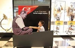 67 Burda ziyaretçileri Atatürk'ü andı...