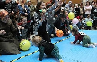 Bebekler yarıştı, anne babalar heyecanlandı