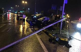Kayganlaşan yolda kaza yaptı, 2 yaralı