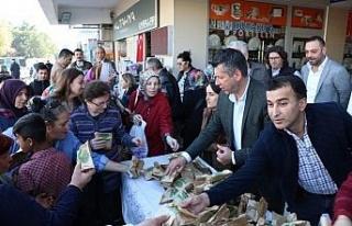 Safranbolu Belediyesinden kandil simidi ikramı
