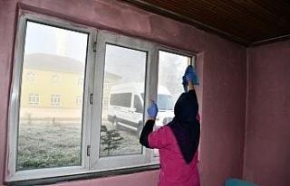 Düzce Belediyesi yaşlı kadının yanan evini onardı