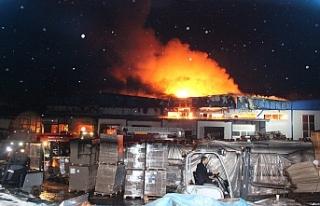 Korkutan fabrika yangını! 5 saatlik çalışmanın...