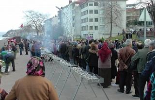 Hamsi Festivali'nde 1 ton 200 kilo hamsi dağıtıldı
