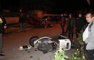 Otomobil park halindeki araçlara çarpıp ters döndü!..