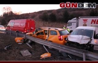Ticari araç ile taksi çarpıştı: 1 ölü, 2 yaralı!..