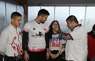 Uluslararası turnuvaya gidecek sporcular, çiğ köfte...