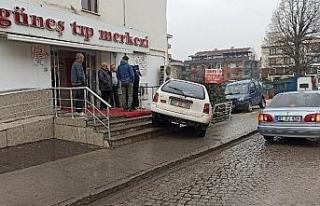 Direksiyon hakimiyetini kaybeden sürücü, hastanenin...