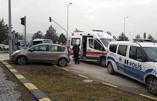 İki otomobilin çarpışması sonucu 2 kişi yaralandı