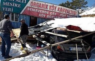 Kar birikintisine dayanamayan garaj çöktü