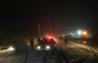 Kar nedeniyle kapanan Bolu Dağı trafiğe açıldı