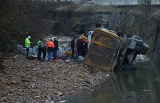 Kazada sıkışan kamyon sürücüsü hayatını kaybetti...