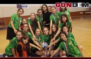 Kızlar, hentbolda Zonguldak 2.si
