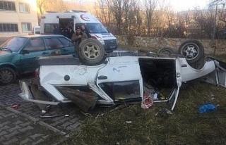 Otomobil 6 metreden sitenin bahçesine düştü: 1...