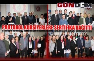 PROTOKOL KURSİYERLERE SERTİFİKA DAĞITTI...
