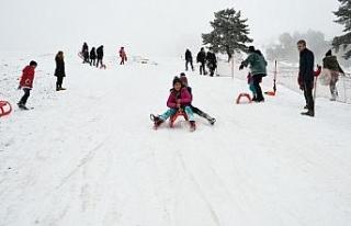 Sevgi evlerinde kalan çocuklar Keltepe Kayak Merkezi'nde...