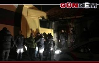 Zonguldak'ta TIR eve çarptı...