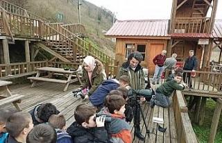Çocuklar Efteni Gölü'nde kuşları izledi