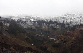 Düzce'nin yüksek kesimlerine kar yağışı