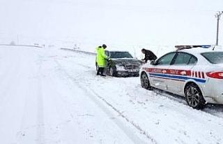 Jandarmadan kış yolculuklarında hayat kurtaran...
