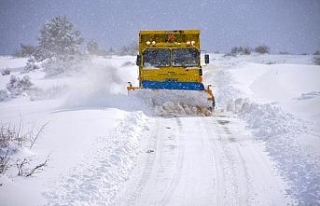 Karabük'te 4 bin 545 kilometre köy yolu ulaşıma...