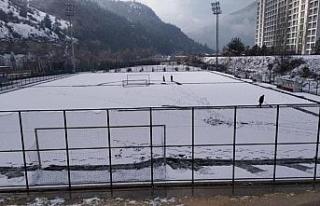 Karabük'te amatör lig maçlarına kar engeli