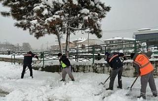 Karla mücadelede 200'den fazla personel çalıştı