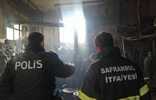 Tarihi dükkanda çıkan yangın korkuttu