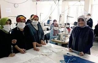 Bartın'da meslek lisesinde cerrahi maske üretimine...