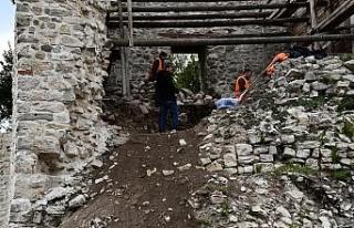 Ceneviz kalesinde restorasyon çalışmaları devam...