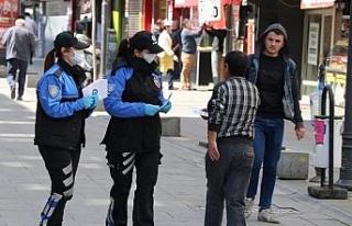 Karabük polisi hem 'Evde kal' uyarısı yaptı...