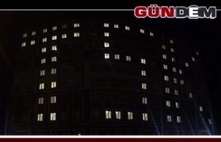 """Yurt binasına ışıklarla """"TSK"""" yazdılar"""