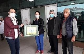 Sağlık çalışanlarına halk eğitimden maske desteği
