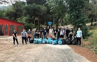 Sporcular ve antrenörler temiz çevre için çöp...