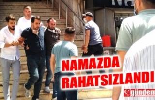 NAMAZDA RAHATSIZLANDI, YIĞILDI KALDI