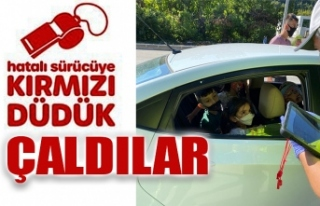 EBEVEYNLERİNİN TRAFİK POLİSİ OLDULAR, HATALARINDA...