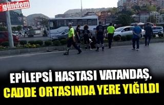 EPİLESPSİ HASTASI VATANDAŞ, CADDE ORTASINDA YERE...