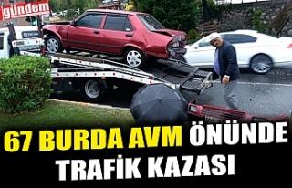 67 BURDA AVM ÖNÜNDE TRAFİK KAZASI
