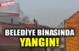 AKÇAKOCA BELEDİYESİ'NİN ÇATISINDA ÇIKAN...