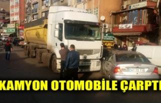 KAMYON OTOMOBİLE ÇARPTI